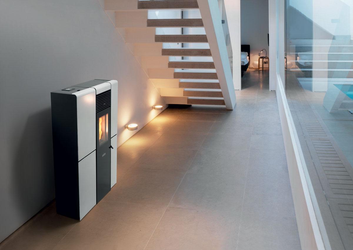 po les granul s jusqu 39 8 kw les ma tres du feu. Black Bedroom Furniture Sets. Home Design Ideas