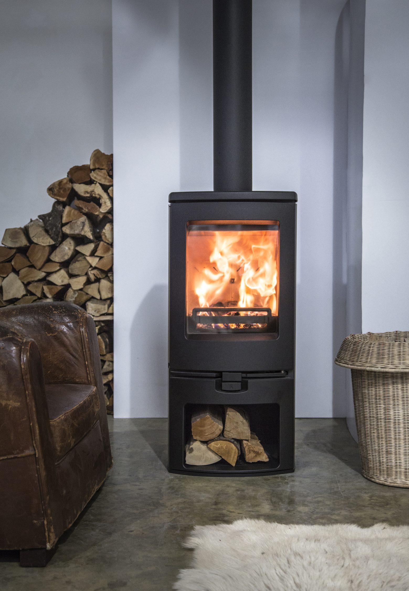 po les bois po les bois b ches arc 5 les ma tres du feu chemin e po le bois. Black Bedroom Furniture Sets. Home Design Ideas
